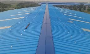 Thợ lợp lại mái tôn tại quận Tân Bình